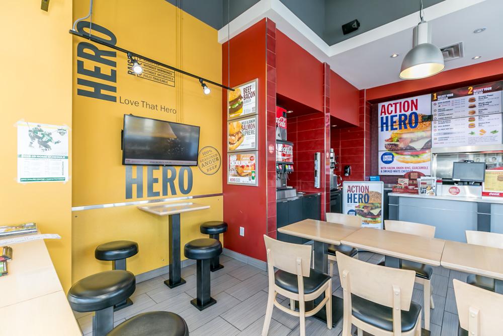 http://listingtour.s3.amazonaws.com/444-holland-street-west/444HollandStreetW-109.jpg